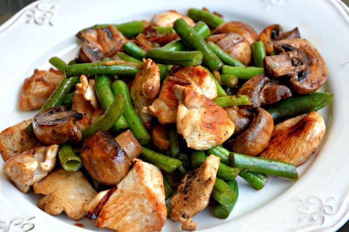 Свинина с грибами и фасолью в соевом соусе